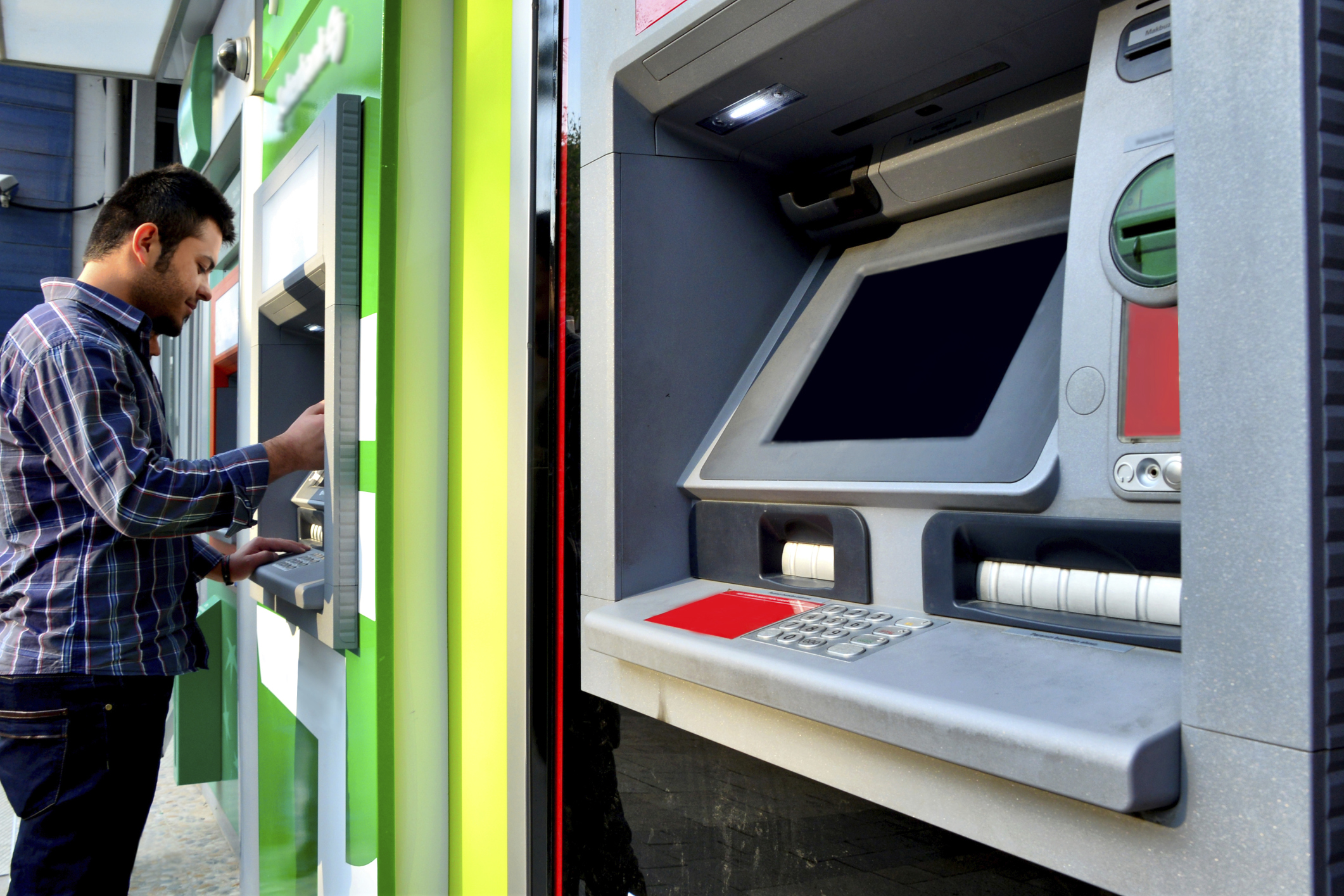 How does ATM skimming work? | HowStuffWorks