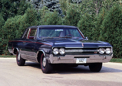 1965 Oldsmobile Cutlass 4-4-2: A Profile of a Muscle Car