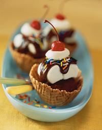 Marshmallow Fudge Sundae Cupcakes