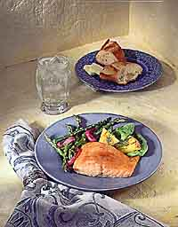 Grilled Salmon Fillet, Asparagus and Onions