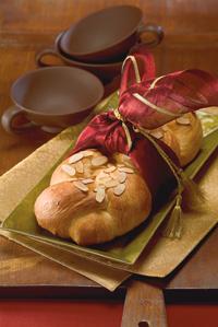 Golden Eggnog Holiday Braid