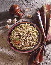 Spinach-Garlic Pasta with Garlic-Onion Sauce