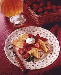 Creamy Strawberry Crêpes