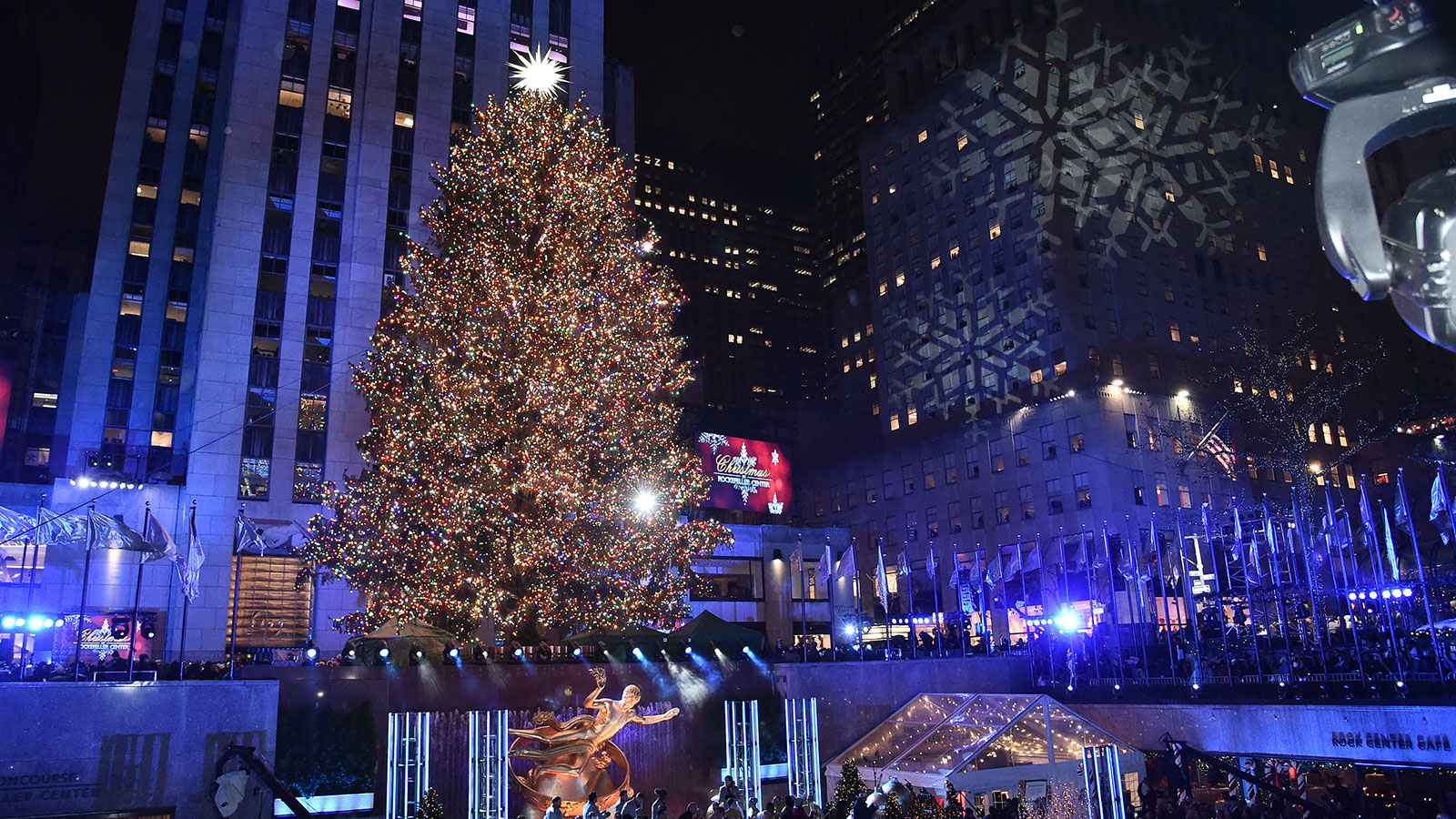 5 fun facts about the rockefeller center christmas tree howstuffworks 5 fun facts about the rockefeller center christmas tree howstuffworks