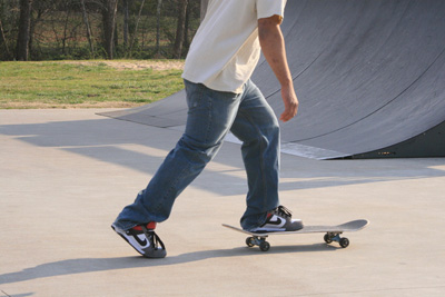 How to Skateboard - The Skateboard Stance | HowStuffWorks