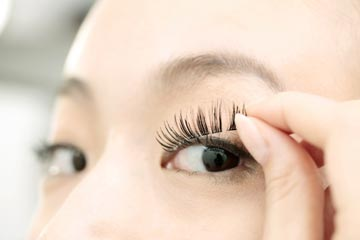 d8f6369120d How to Apply Strip Eyelashes in 3 Steps | HowStuffWorks