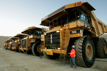 World's Largest Dump Truck >> What Is The Biggest Truck In The World Howstuffworks