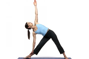 triangle utthita trikonasana  10 yoga positions for